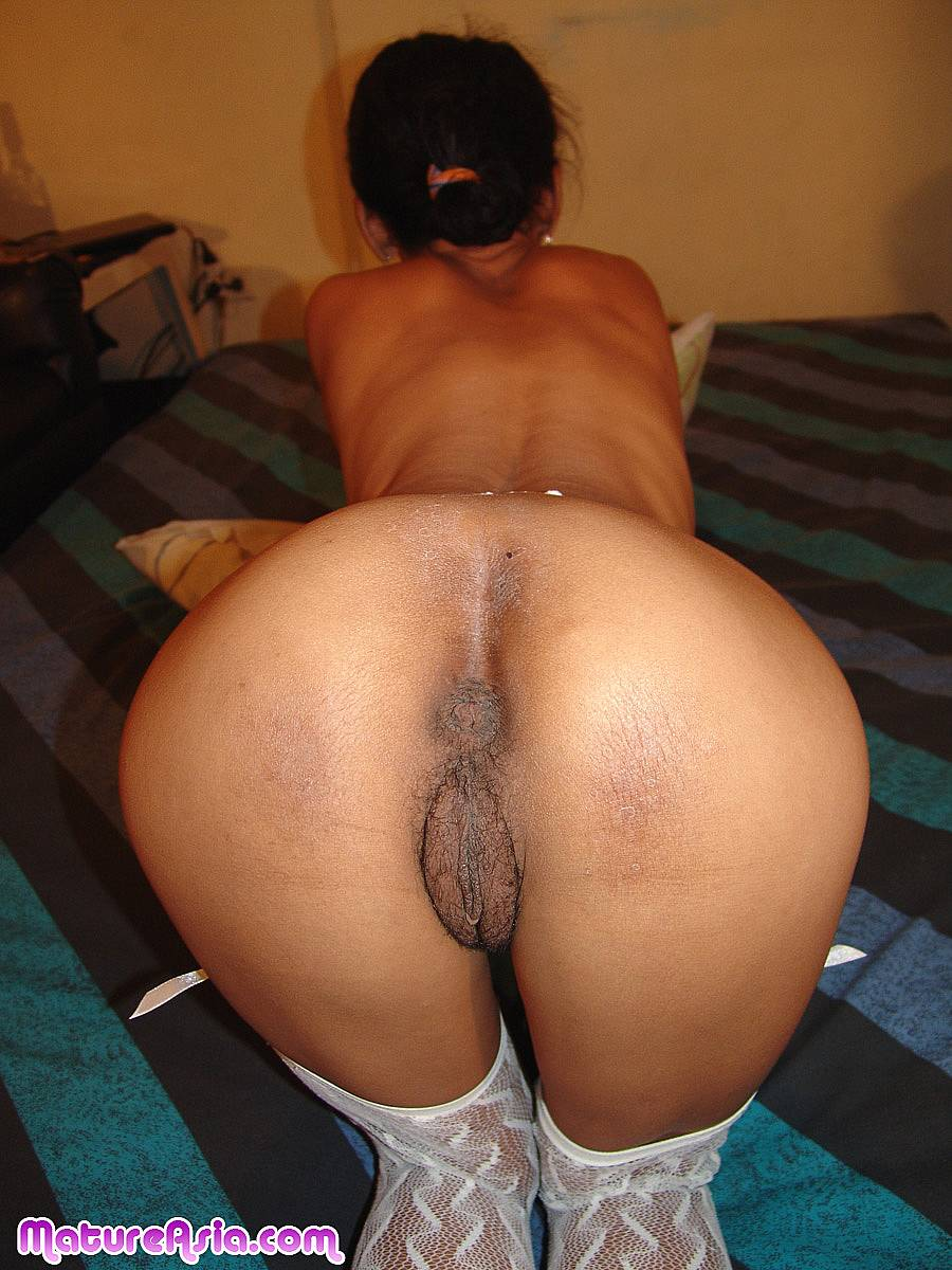 Hot chinese slut in stockings want put tongue