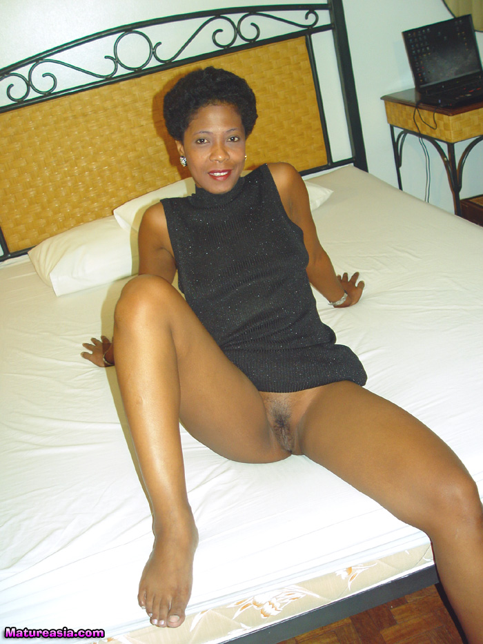 Nude photos of older women in black down!