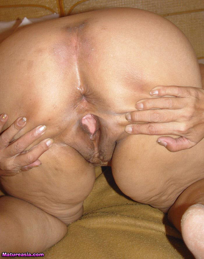Partialy shaved pussy