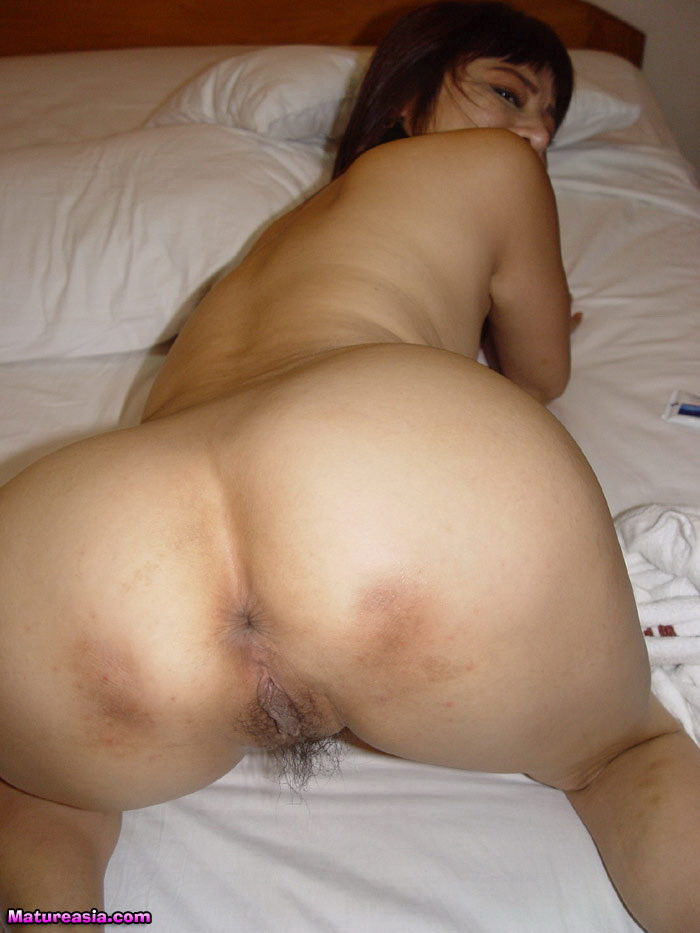 Two hot amateur sluts suck and fuck one cock with cumshot 4