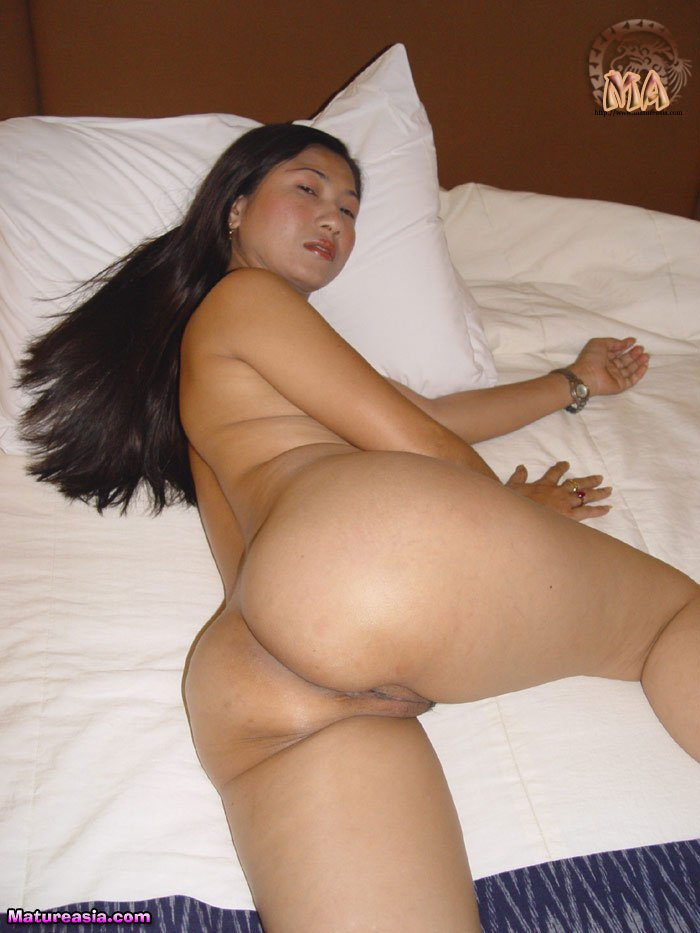 nude Naked asian moms