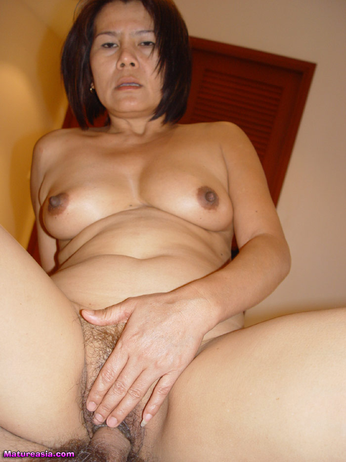 Milf picked up in shopping mall